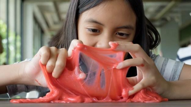 """Informe: cuidado con el popular juguete """"Slime""""; podría causar infertilidad"""
