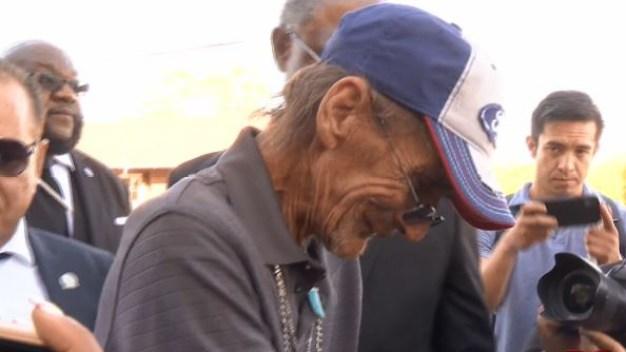 Viudo de víctima en El Paso une a miles en funeral
