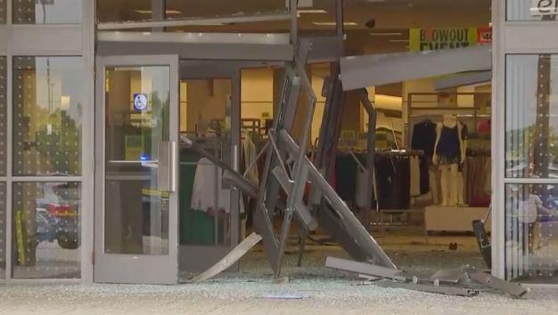 Destrozos en Sears del Woodfield Mall tras extraño incidente