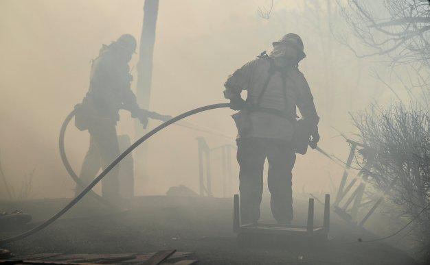 Incendio en California cobra la vida de un bombero