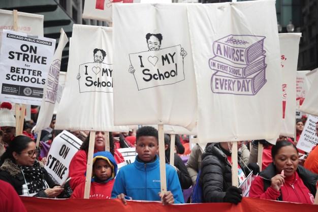 Padres y alumnos: en el limbo por huelga de maestros en Chicago