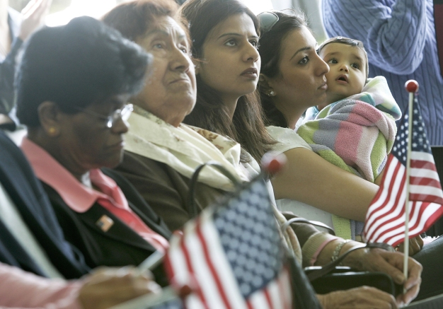 Chicago renueva fondo de asesoría legal para inmigrantes