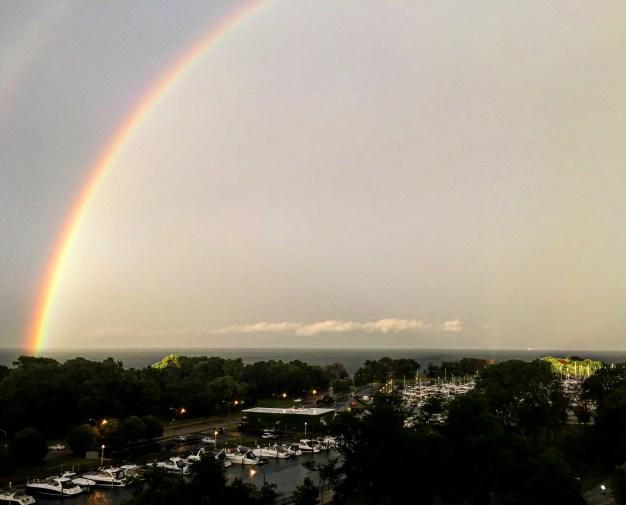 Tormenta veraniega crea bello arcoíris sobre Chicago