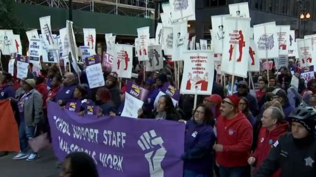 Padres y activistas respaldan huelga de maestros en Chicago
