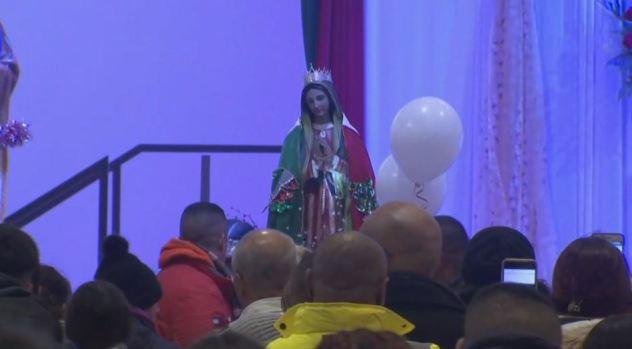 Cantan Las Mañanitas a la Virgen de Guadalupe en Illinois