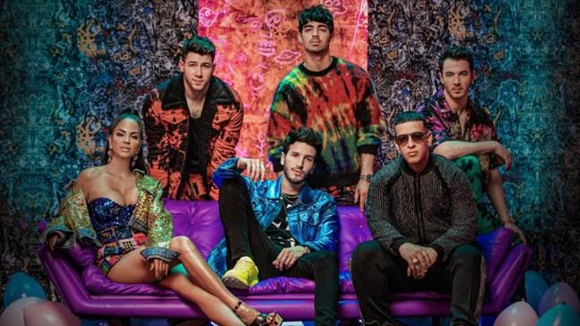 ¡Los Jonas en español! Yatra lanza colorido tema de verano