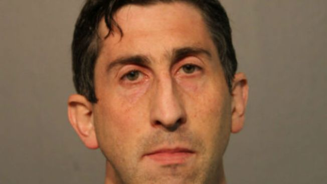 Condenado por grabar niños en baño del Wrigley Field
