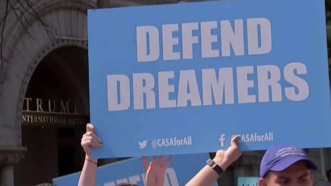 CPS y senador Durbin presionan por nuevo DACA