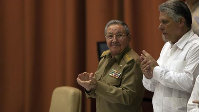 Raúl Castro resalta admiración por el Papa