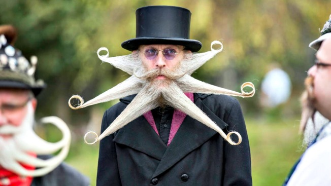 Excéntrico concurso de bigotudos y barbudos