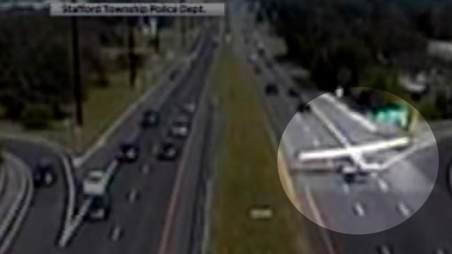 En video: avioneta aterriza en autopista