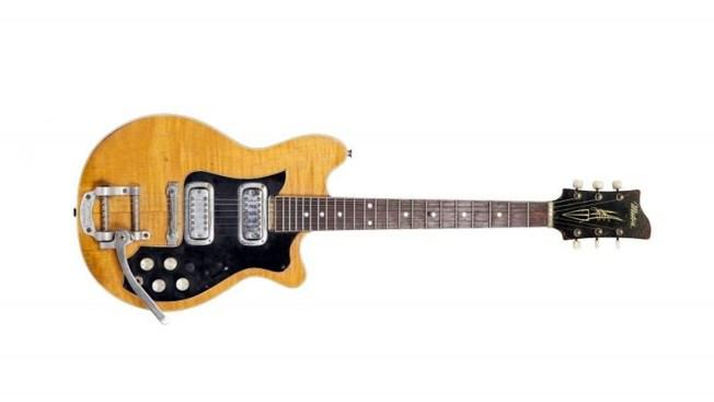 Guitarra de los Beatle vende por 490,000 en NY