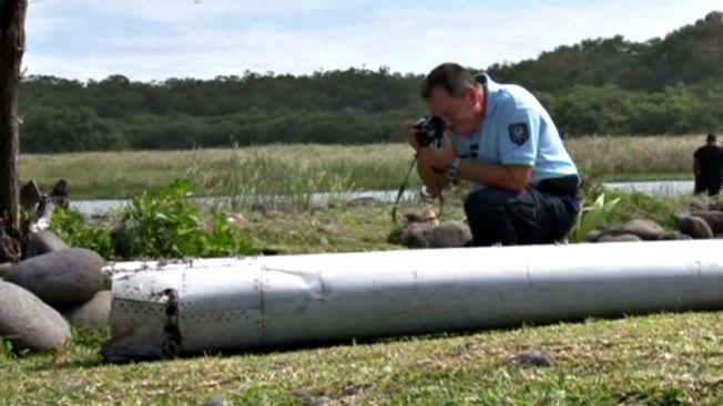 Envían a Francia posible resto de vuelo MH370