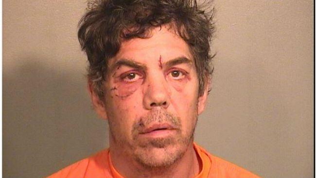 Hombre ataca a otro con pistola de clavos para construcción