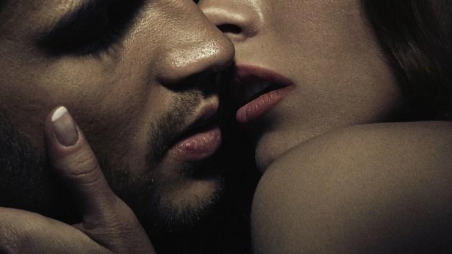 Afirman que besar podría causar cáncer