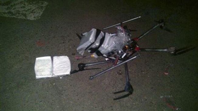 Drone cargado de droga cae en supermercado