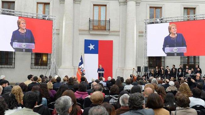 Conmemora Bachelet aniversario de golpe en Chile
