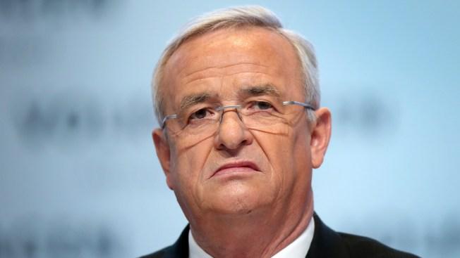 Renuncia director de Volkswagen por escándalo