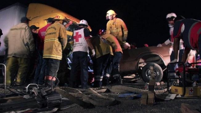 Tráiler impacta 15 vehículos; 10 muertos y 40 heridos