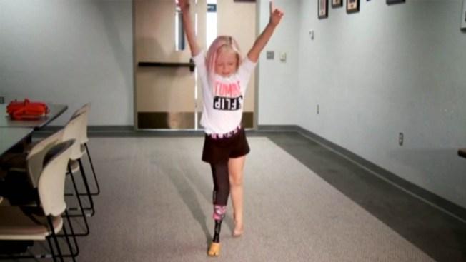 Impiden a niña con prótesis usar tobogán de agua