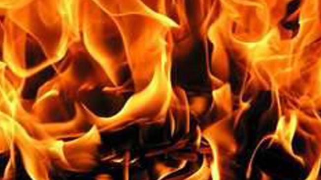 Aparatoso choque termina en incendio