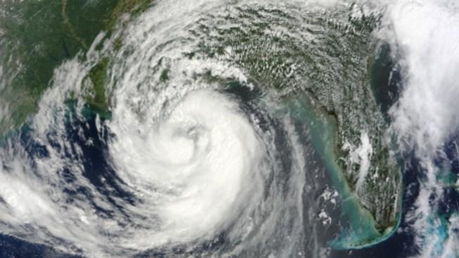 Fuerte vigilancia en costas por huracanes