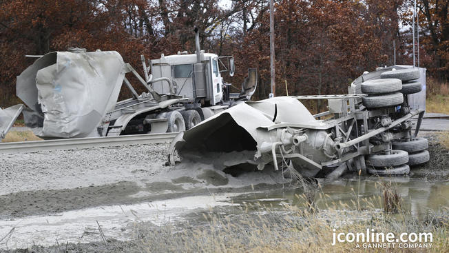 Choque entre tren y camión deja heridos