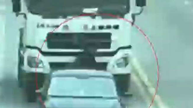 Anciano aplastado por camión sobrevive