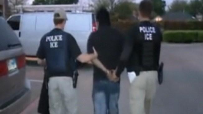 Arrestos masivos de ICE también en Illinois