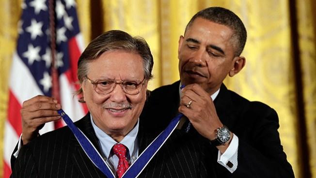 Sandoval recibe Medalla de la Libertad