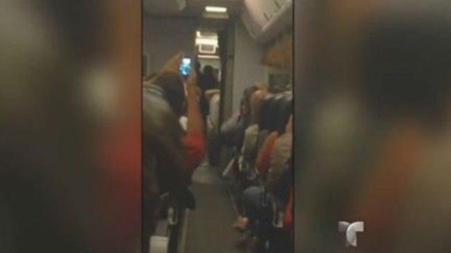 Captan secuestro de avión en vivo