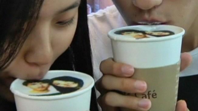 Cafetería imprime fotos en el café