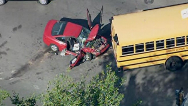 Auto contra autobús escolar