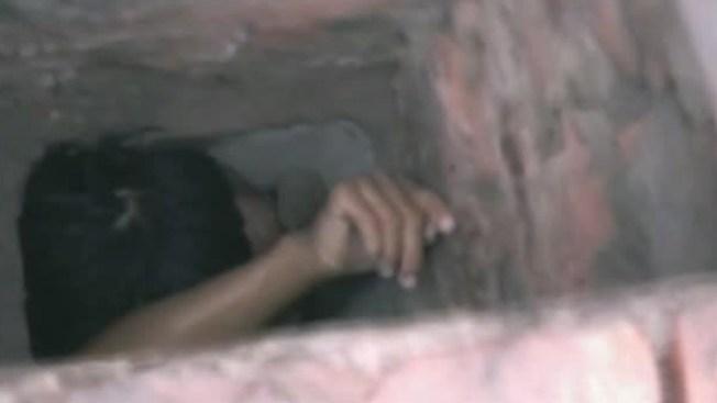 ¡Video insólito!, atrapado en agujero