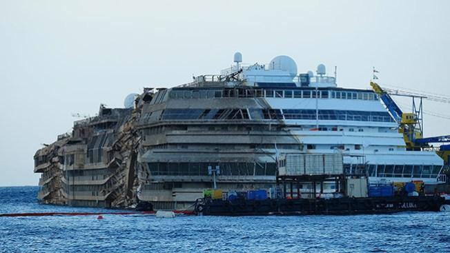 Costa Concordia emprende último viaje