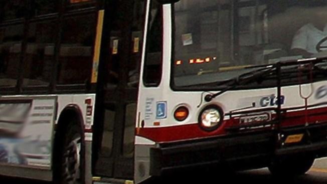 Autobús de la CTA impacta a un peatón
