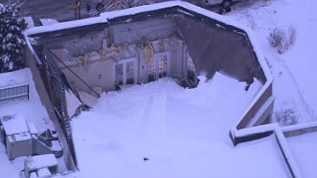 La nieve derrumba el techo de un salón