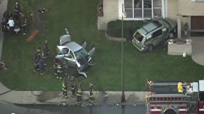 Auto contra casa, 7 heridos