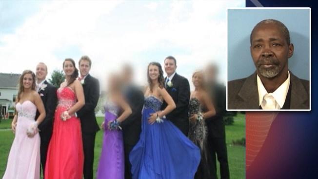 Acusado de conducir ebrio con 23 adolescentes a bordo