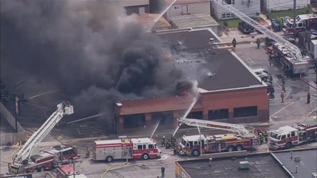 Voraz incendio en supermercado