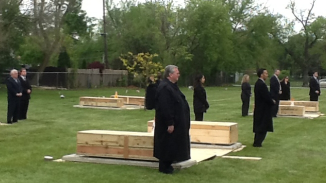 Cientos de cadáveres sepultados