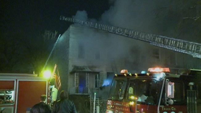 Dos bomberos heridos en incendio
