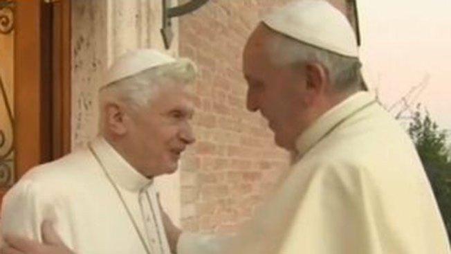Los Papas se felicitan la Navidad
