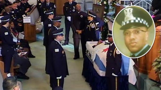 Policía de Chicago despide a uno de los suyos