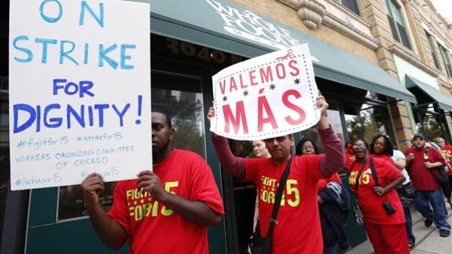 """En huelga empleados de """"fast foods"""""""