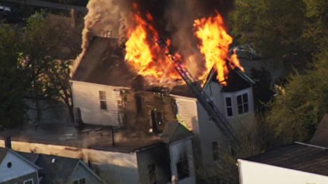Voraz incendio en Logan Square