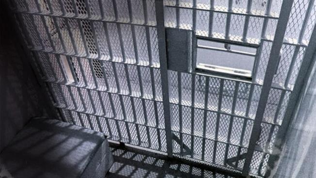 A prisión por planchar sobre espalda de niñita