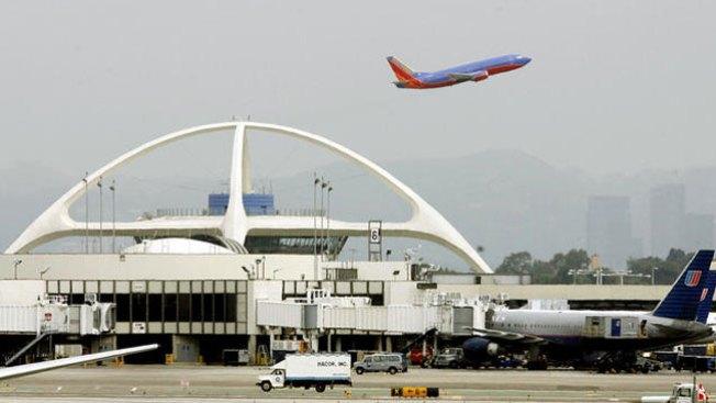 Leve explosión en el aeropuerto de L.A