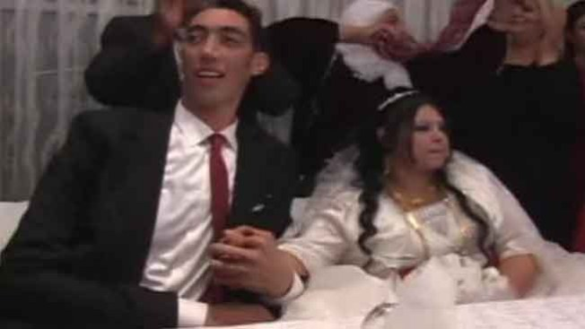 Se casa el hombre más alto del mundo