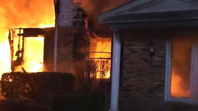 Explosión acaba con una vivienda